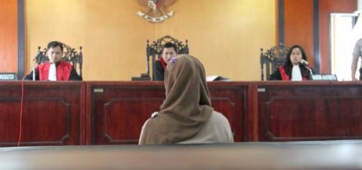 Ervani menjalani sidang di PN Bantul, 17 November 2014.